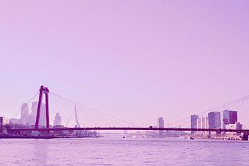 Rotterdam - Willemsbrug en omgeving - in lila tinten van Ineke Duijzer