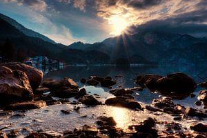 Le soleil embrasse le sommet du Walchensee