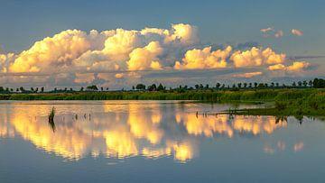 Wolken boven 't Roegwold van Marga Vroom