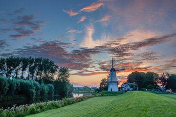 Prachtige zonsondergang bij Molen de Vlinder in Deil  van Ardi Mulder