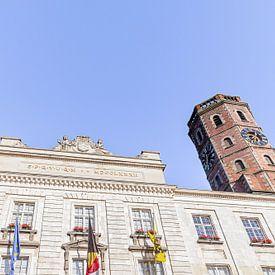 foto van het gemeentehuis - stadhuis - belfort van Menen met blauwe lucht , West-Vlaanderen , Belgie van Krist Hooghe