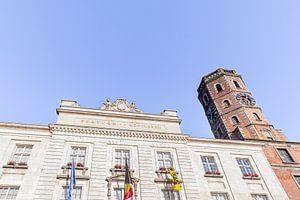 foto van het gemeentehuis - stadhuis - belfort van Menen met blauwe lucht , West-Vlaanderen , Belgie van