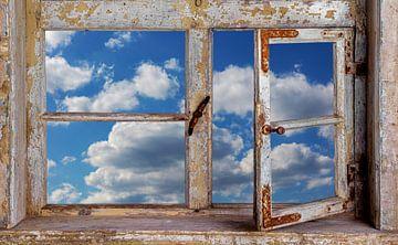 Vue de la fenêtre sur le ciel