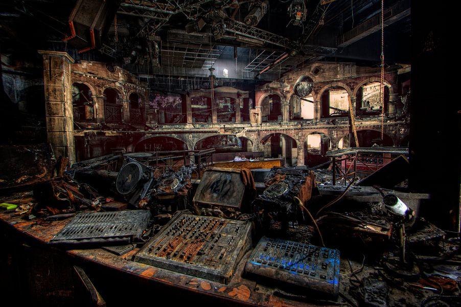 DJ Disco Dancing architecturen  van Michelle Casteren