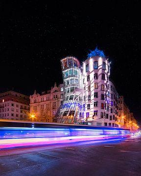 Das berühmte Tanzhaus von Prag von Dennis Donders