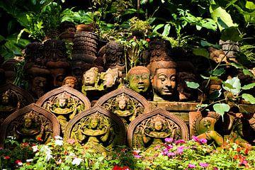 Kleifiguren bij Clay Studio in Chiang Mai von Marcia Dubbelaar