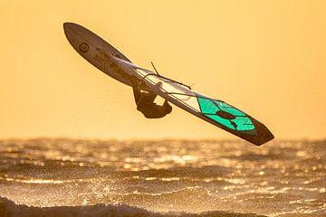 Windsurfer zonsondergang van Linda Raaphorst
