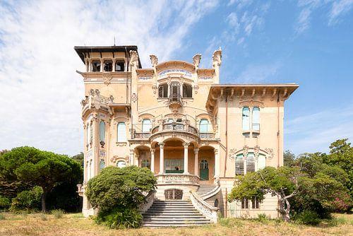 Verlaten Art Nouveau Villa. van