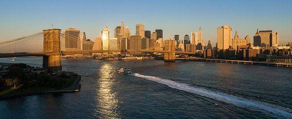 Ochtendgloren over New York Manhattan van Jean-Paul Wagemakers