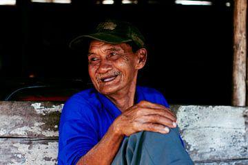 Oude man in Indonesië von André van Bel