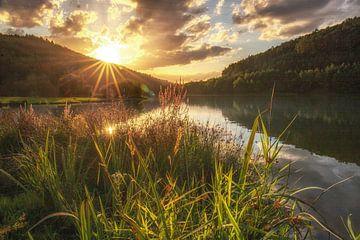 Een droomlandschap aan het meer mooie natuur in de zonsondergang van Fotos by Jan Wehnert