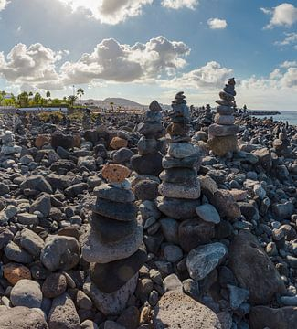 Mirador Stone Pebble Beach, kiezeltorentjes, Costa Adeje, Tenrife Canary Islands, Spanje van Rene van der Meer