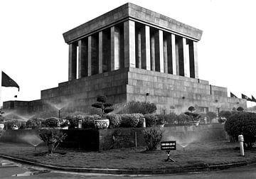 Ho Chi Minh Mausoleum am Ba Dinh Square in HANOI sur Silva Wischeropp