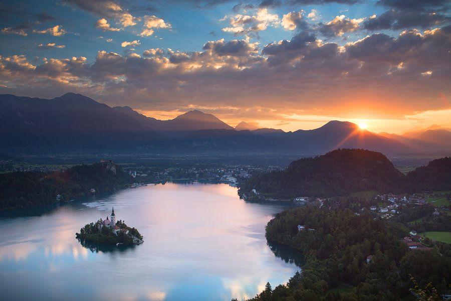 Prachtige zonsopkomst boven het meer van Bled in Slovenië