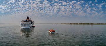 Cruiseschip Hanseatic voor Oudeschild Texel sur Texel360Fotografie Richard Heerschap