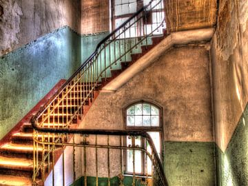 Beelitz Trappenhuis in oud verlaten gebouw van Tineke Visscher
