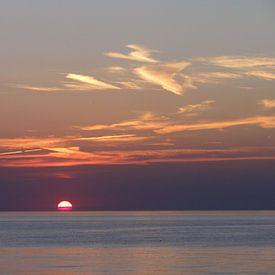 Purple sunset van Lotte Veldt
