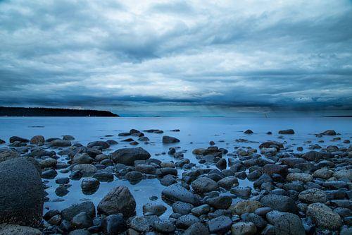 Het strand van Vancouver Island van Emile Kaihatu