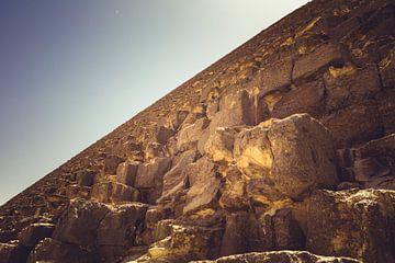 De Piramides in Gizeh 02 van FotoDennis.com