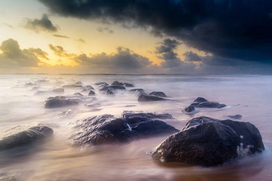 Rocks in the sea van Richard Guijt