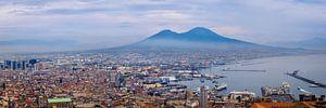 Napels, zicht op Vesuvius en haven van