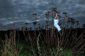 Corona covid19 zwerf afval in de natur van Gert Jan Geerts
