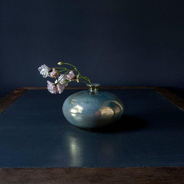 Weiß-rosa Rosen in Mobach-Keramik [quadratisch] von Affect Fotografie