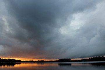 Achter de wolken schijnt de zon van Naomi Kroon
