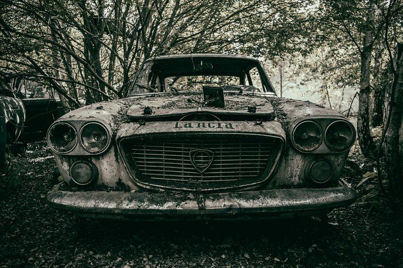 Abandoned Lancia von Mandy Winters