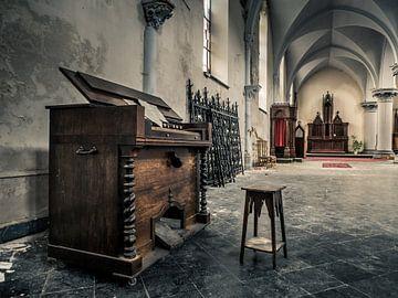 Piano dans une église abandonnée, Belgique sur Art By Dominic