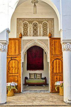 Fassade mit Eingang Tor in Palast in Medina in Marrakesch Marokko von Dieter Walther