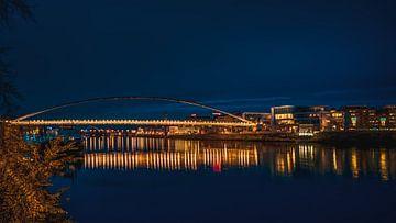 Brug in Maastricht in de avond van Maurice Meerten