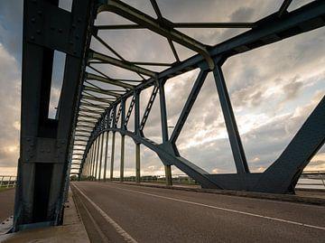 IJsselbrug bij Zwolle van Michel Knikker
