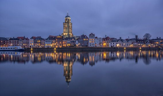 Deventer Skyline met Lebuïnuskerk in de avond - 2 van  Tux Photography