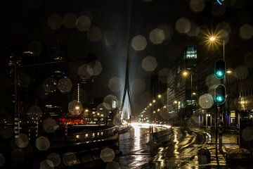 Erasmusbrug in the rain sur Peter Hooijmeijer