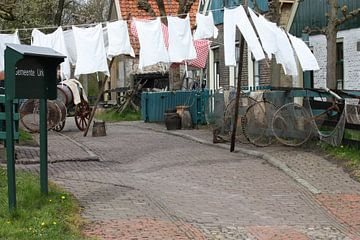 Straatje met Was in Urk (Zuiderzeemusem) van M Ravensbergen