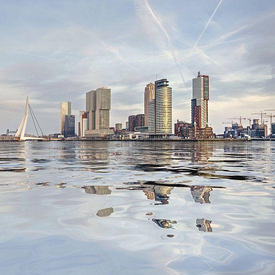 Waterspiegeling Wilhelminapier van Frans Blok