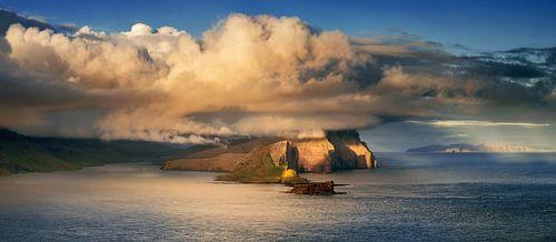 Vagar under clouds van Wojciech Kruczynski