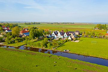 Luftaufnahme einer typisch niederländischen Landschaft von Nisangha Masselink