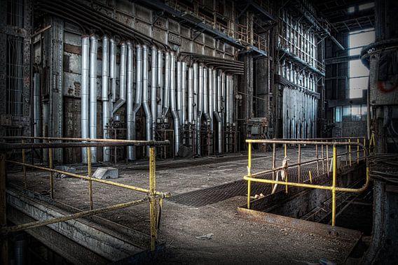Verlaten energiecentrale 11 van Eus Driessen