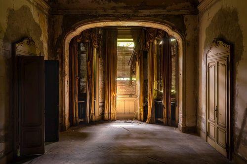 Spookachtige Kamer in Verlaten Villa. van