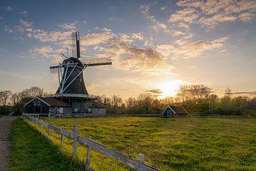 """Zonsondergang: """"De Bolwerksmolen bij Deventer"""" van Coen Weesjes"""