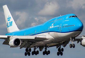 KLM 747 Jumbojet vlak voor landing op Schiphol van Robin Smeets