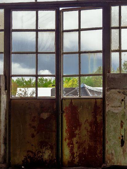 Tür mit Fenster