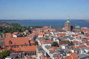 Stralsund : Altstadt, Katharinenkloster, Nikolaikirche, D�cher, Aussicht vom Turm der Marienkirche
