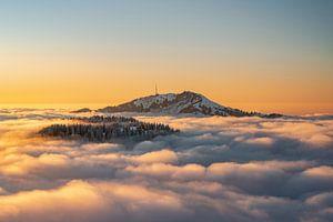 Zonsondergang boven de Grünten tijdens inversieweer