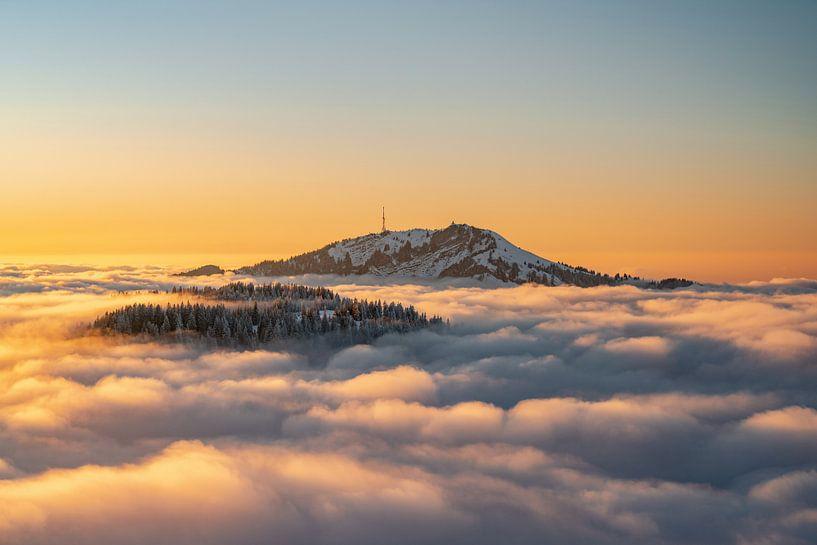 Zonsondergang boven de Grünten tijdens inversieweer van Leo Schindzielorz