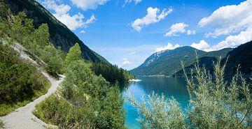 Wanderweg am Achensee entlang mit schöner Aussicht von Susanne Bauernfeind