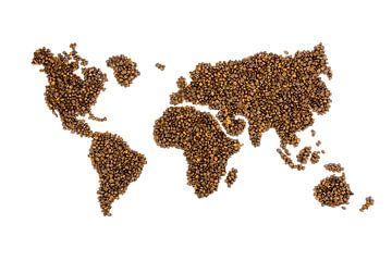 Weltkarte mit Kaffeebohnen gefüllt stehen auf weißem Hintergrund von Ben Schonewille