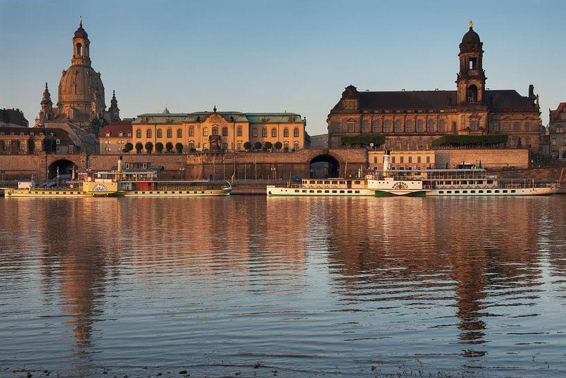 Dresden in the morning van Gunter Kirsch